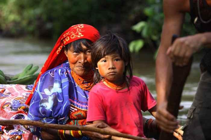 ilo-passoa-46-copyright-famille-cam-indiens-kuna-sur-le-kaiuko-kuna-india-on-the-kaiuko