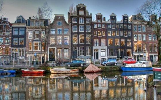 6017_fullimage_amsterdam grachtenpanden spiegeling_560x350