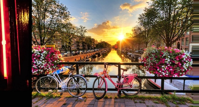 amsterdam-red-light-district-getyourguide